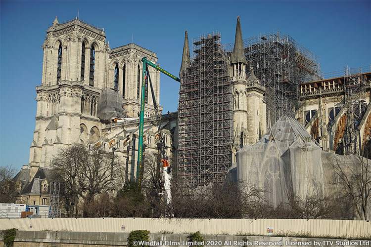 ノートルダム大聖堂 悲劇からの再建のメインビジュアル