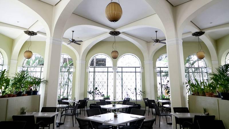 歴史的な建物の中にある優雅なカフェ カフェ・ジュリア・アット・YWCA/Café Julia at YWCA