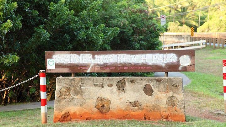 大きな岩からのダイブにチャレンジ!?ワイメア・ベイ・ビーチ・パーク/Waimea Bay Beach Park