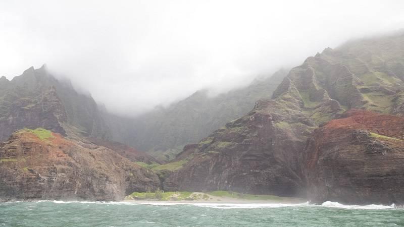 長い年月が作り出した島屈指の絶景スポット ナ・パリ・コースト /Na Pali Coast