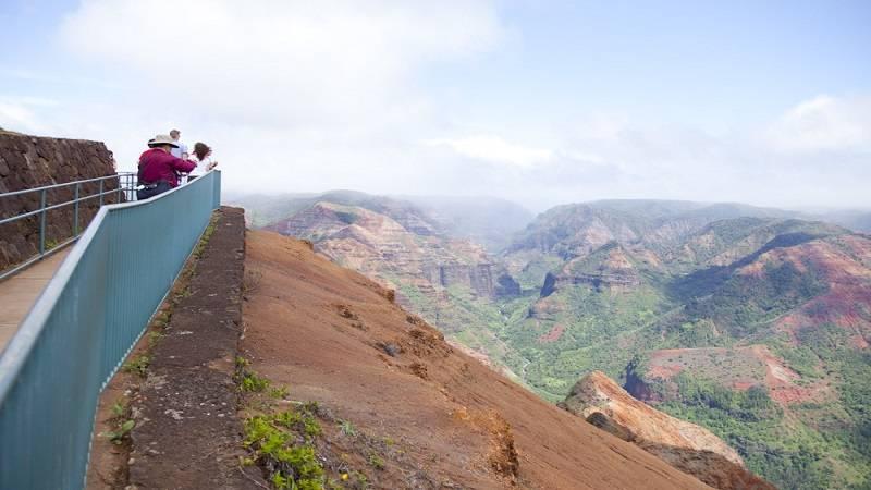 展望台から見る壮大な景観に大興奮! ワイメア渓谷/Waimea Canyon