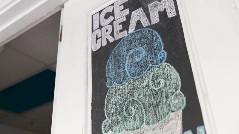 フレーバー充実の自家製アイスクリーム専門店 ウイング・シェイブアイス&アイスクリーム/Wing Shave Ice & Ice Cream