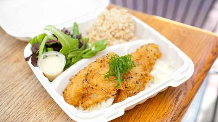 必食のプレートランチ カカアコ・キッチン Kaka'ako Kitchen