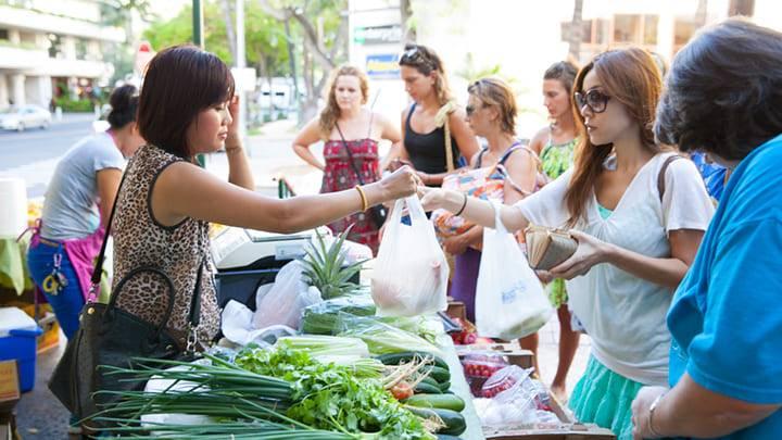 小規模ながらアクセスの良さが人気 キングスビレッジ・ファーマーズ・マーケット/Kings Village Farmers Market