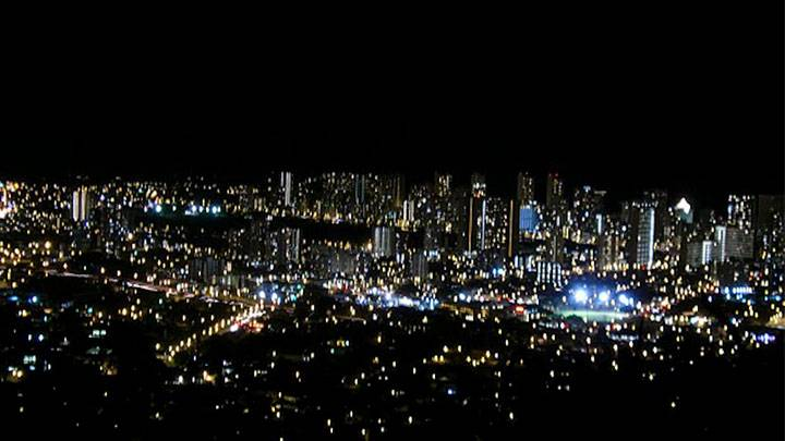 黄昏迫るワイキキの街並みを一望 タンタラスの丘