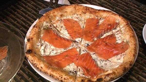 サーモン刺身ピザ